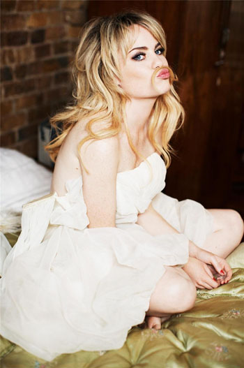 Duffy sexes it up for Ellen Von Unwerth.