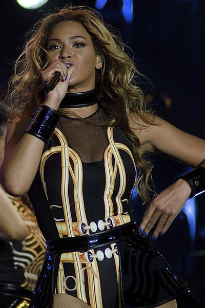 Бейонсе на одном из выступлений в рамках конертного тура Mrs. Carter Show World Tour
