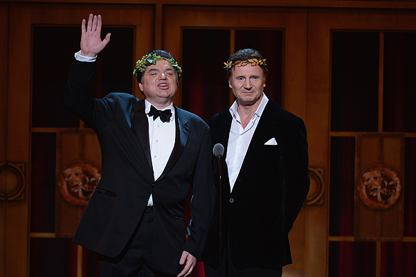 Оливер Платт и Лиам Нисон на Tony Awards