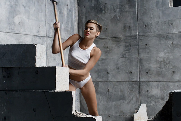 Майли Сайрус в новом клипе Wrecking Ball