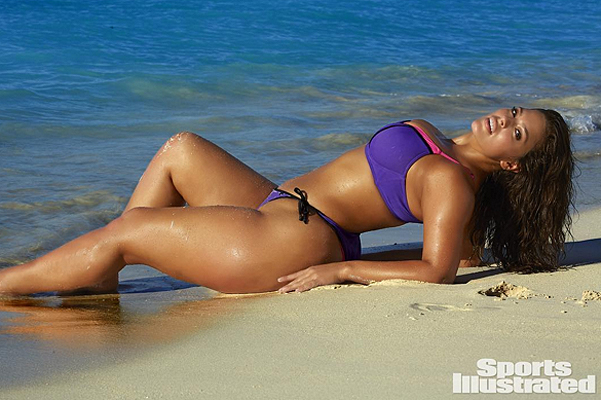 Plus-size модель Эшли Грэм на страницах спецвыпуска журнала Sports Illustrated