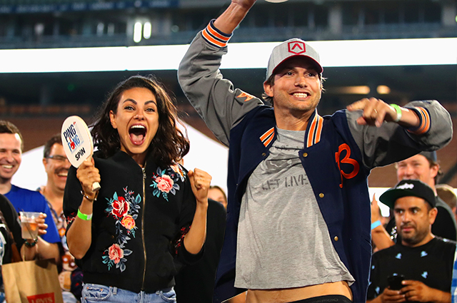 Family weekend: Mila Kunis and Ashton Kutcher for a walk with children