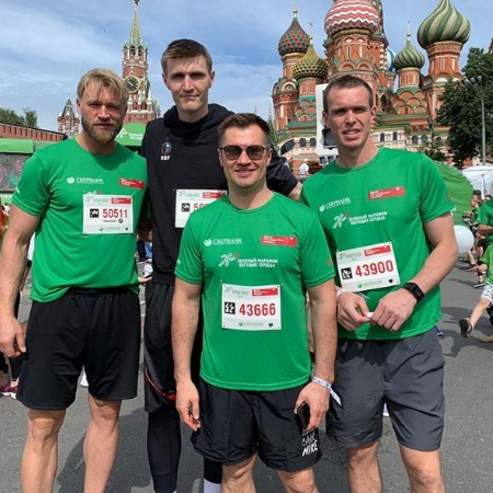 Andrei Kirilenko with the participants of the race