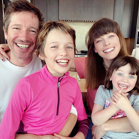 Paul Anderson and Milla Jovovich with daughters Eva and Dashiel
