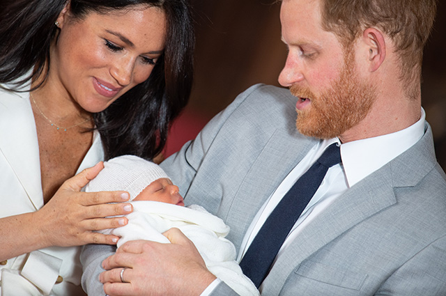 Video of the day: Megan Markl and Prince Harry show their newborn son for the first time