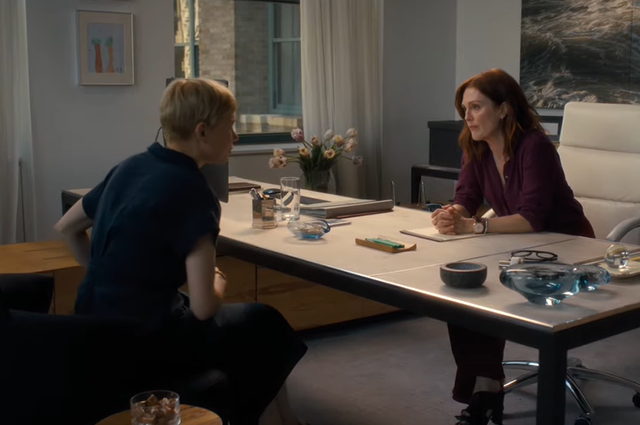 Michelle Williams and Julianne Moore in the film