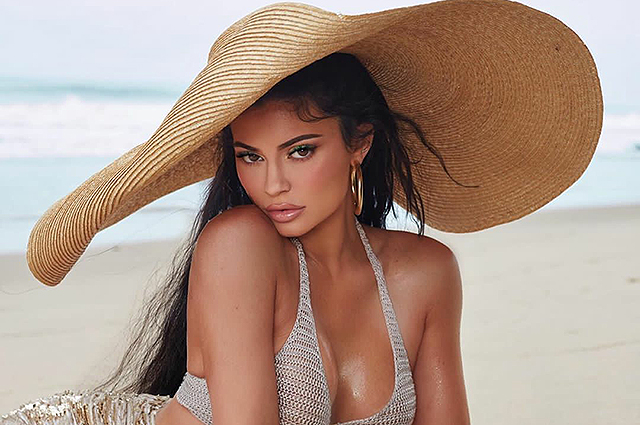 Kylie Jenner presented the summer collection of cosmetics of her brand.