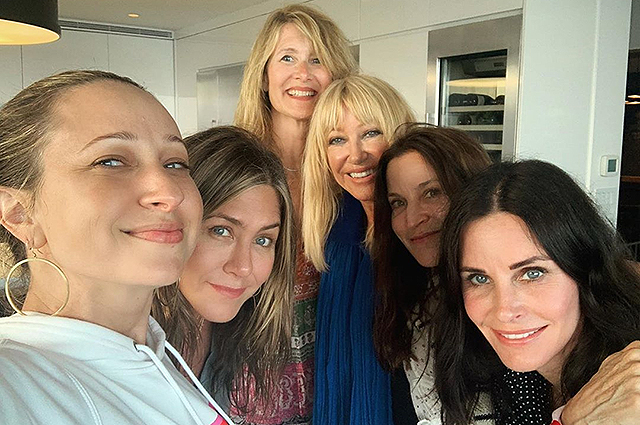 Jennifer Aniston, Courtney Cox, Laura Dern, Jennifer Meyer staged a bachelorette party on US Independence Day