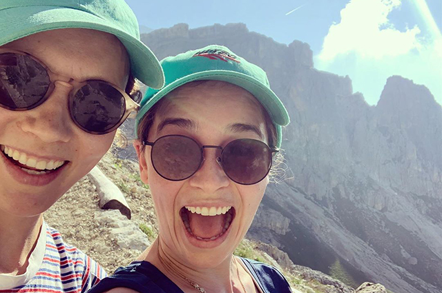 Hiking, yoga and wine: Emilia Clark has a rest with friends in Italy