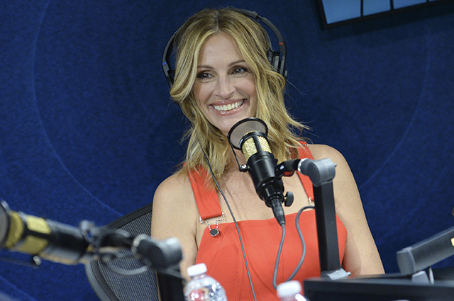 You must see: Julia Roberts in a bright red overalls became the guest of a new show on the radio