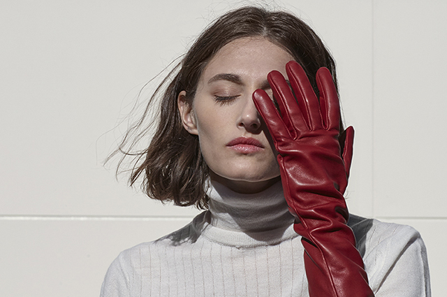 Leather gloves, western shoes and jewelry: choosing new accessories from lookbooks