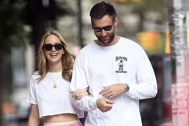 Jennifer Lawrence on a walk with her fiance Cook Maroni in New York