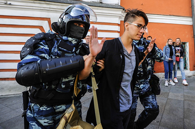 Photos from the rally for fair elections on August 10 in Moscow