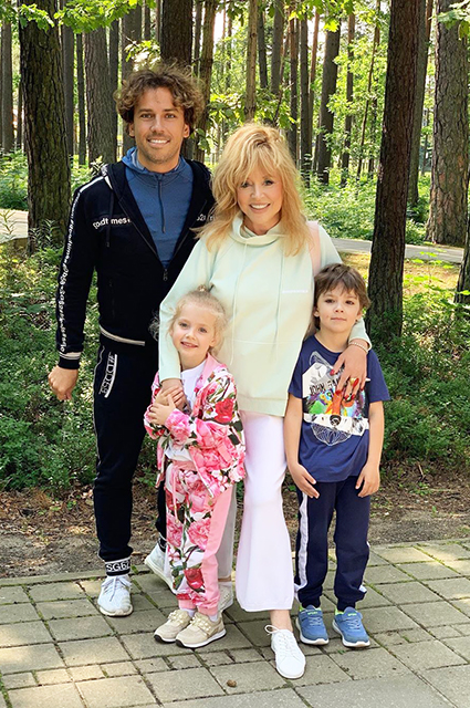 Maxim Galkin and Alla Pugacheva with children