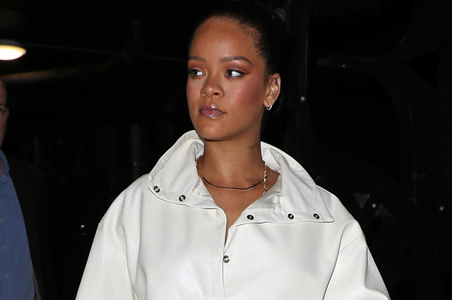 White Queen: Rihanna in the image of total white at a party in London