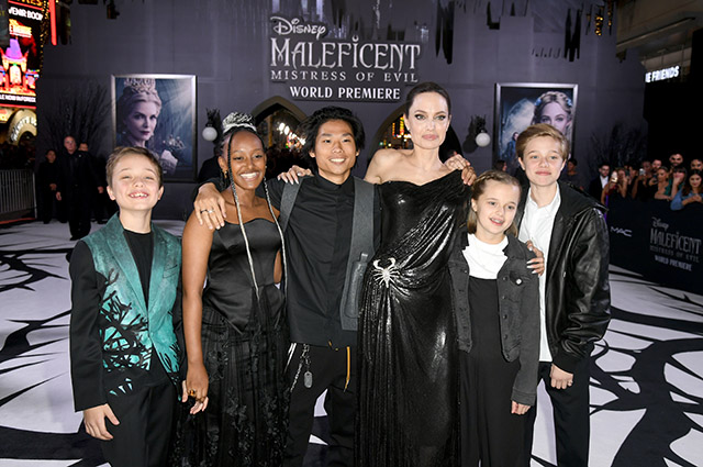 Angelina Jolie with the children Knox, Zahara Pax, Vivienne and Shilo
