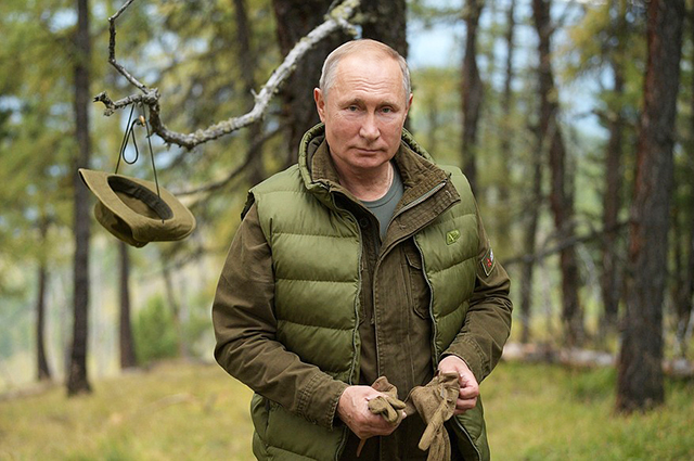 From Shoigu to the taiga: Vladimir Putin rested in Siberia on the eve of his 67th birthday