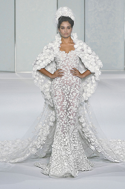 Wedding dress from the autumn couture collection Ralph & Russo 2016
