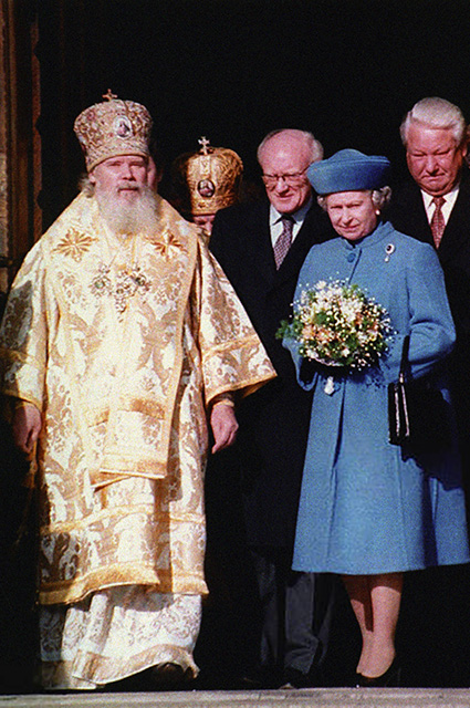 Patriarch of Moscow and All Russia Alexy II, Queen Elizabeth II and Boris Yeltsin