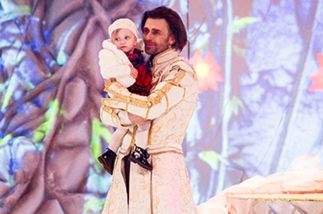 The husband of Anastasia Zavorotnyuk Peter Chernyshev brought their one-year-old daughter to the ice