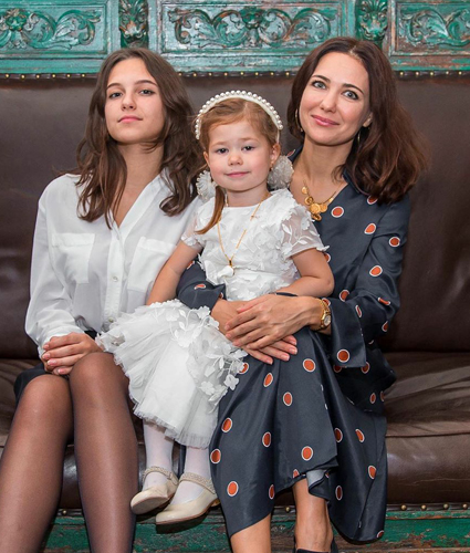 Ekaterina Klimova with her daughters