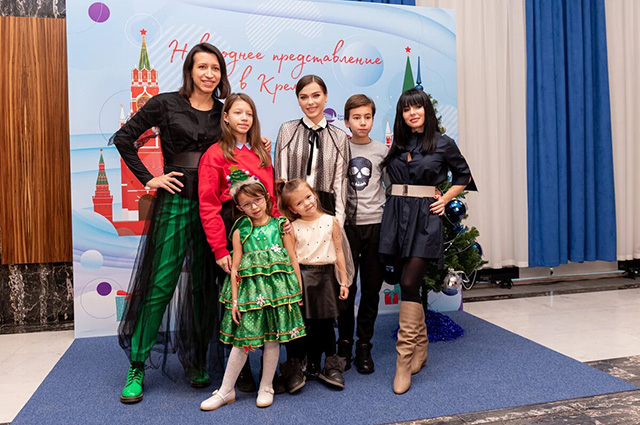 Elena Borshcheva, Elena Temnikova, Julia Volkova with children