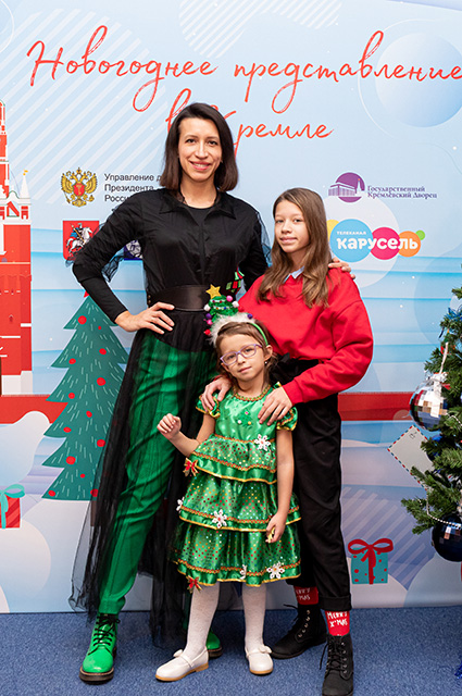 Elena Borshcheva with children