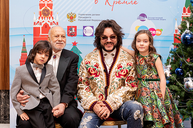 Philip Kirkorov, Elena Temnikova, Julia Volkova and other stars with children on the Kremlin Christmas tree
