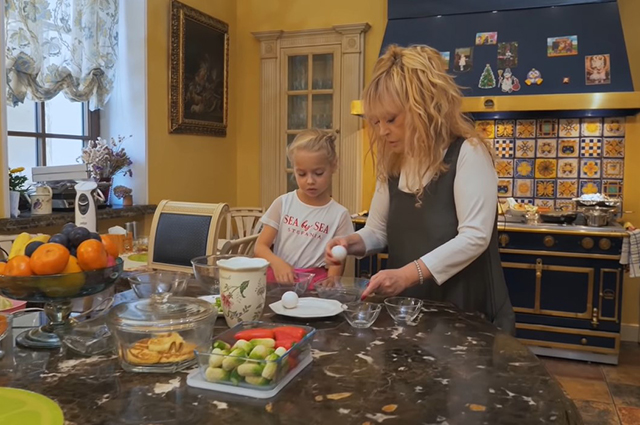 Alla Pugacheva with daughter Lisa