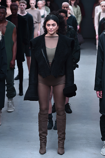 Кайли Дженнер на показе adidas Originals x Kanye West Yeezy Season 1 в 2015 году