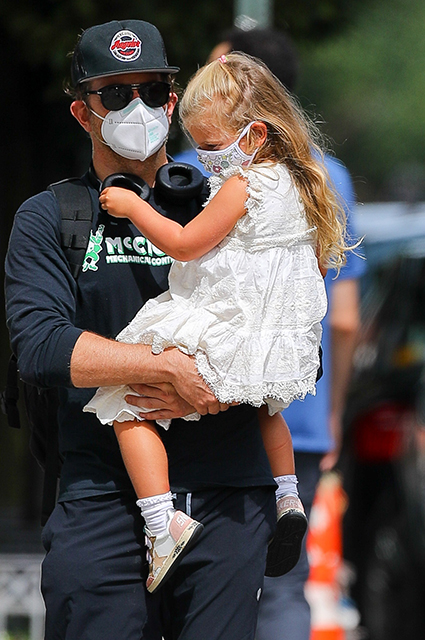 Bradley Cooper with his daughter Leia