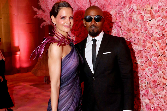 An insider told how Jamie Foxx reacted to the new novel by ex-lover Katie Holmes