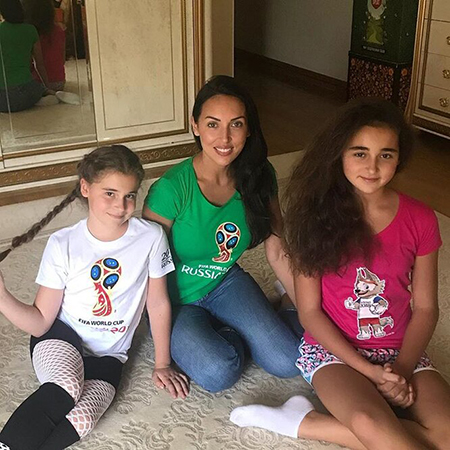 Alsou with daughters Safina and Mikella