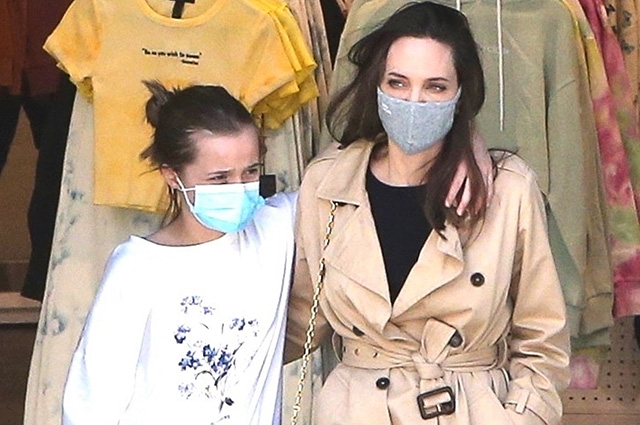 Angelina Jolie with her daughter Vivienne shopping in Hollywood: fresh photos