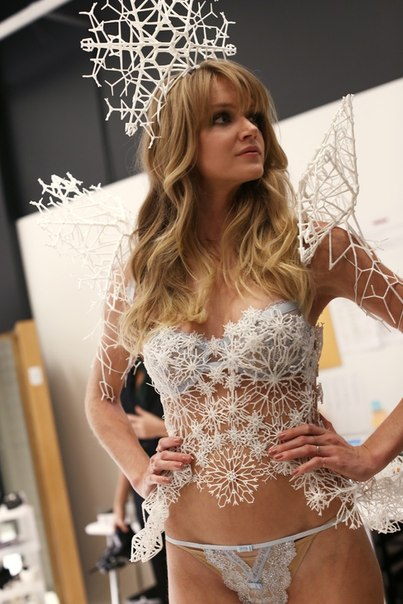 Подготовка  к  Victoria's Secret Fashion Show 2013
