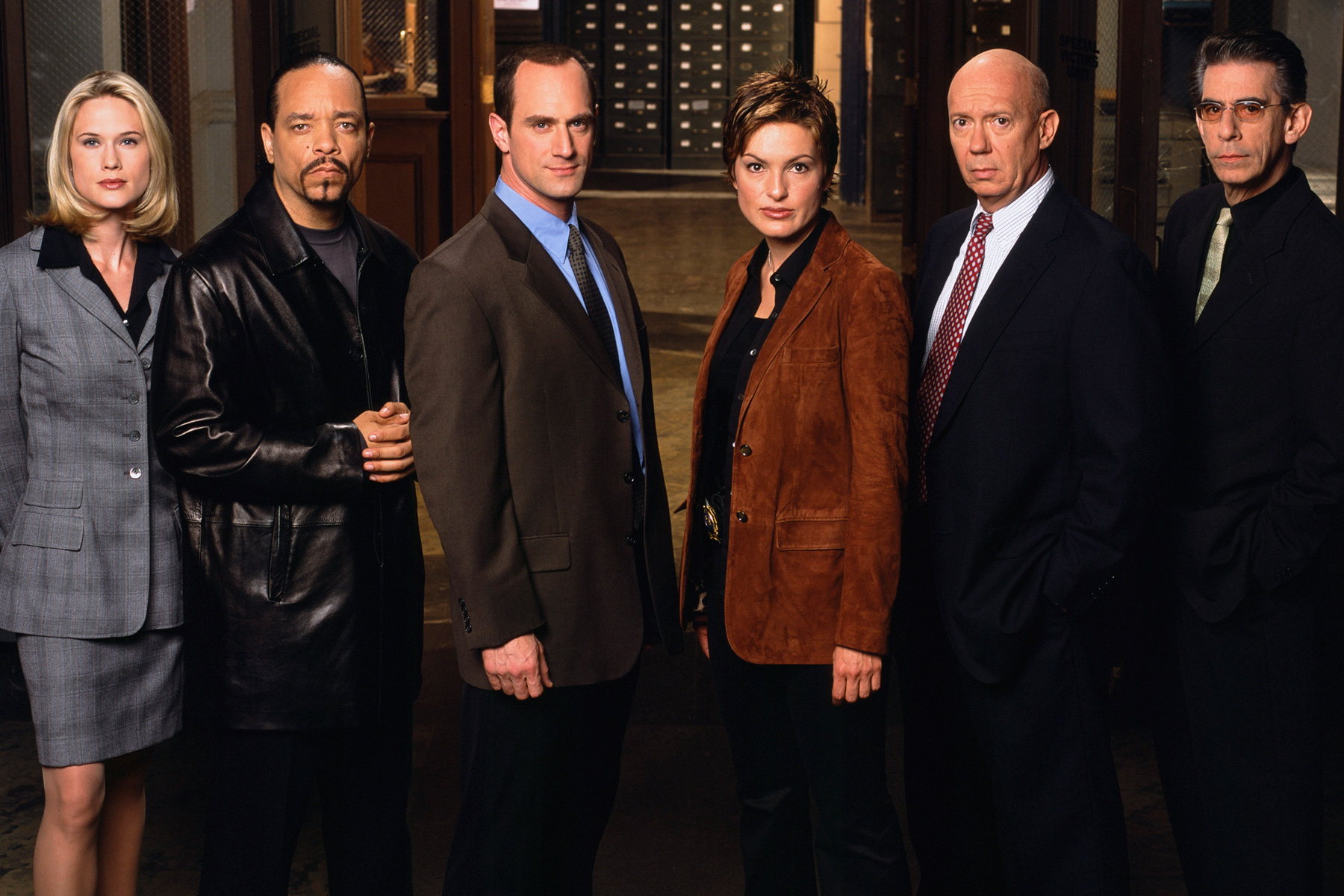 a comparison and a brief summary of the television shows law and order and nypd blue Later, in their short summary on tj hooker, they say cbs picked up the show's final season, which was a marked by grittier plotlines and a location shift to chicago  the changes proved deeply unpopular with fans.