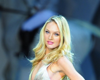 Candice Swanepoel-Fashion Fest Liverpool in Mexico City (Aug. 29)