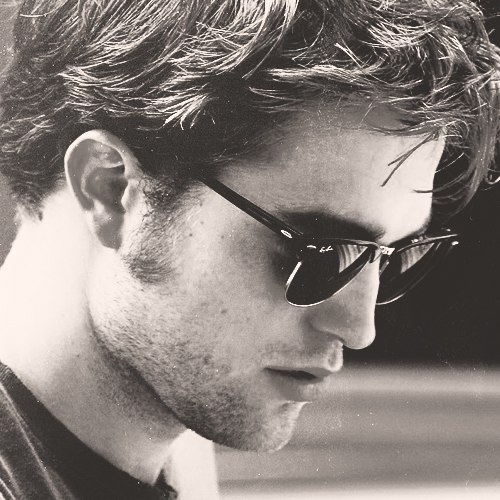 Robert Douglas Thomas Pattinson (Роберт Дуглас Томас Паттинсон)