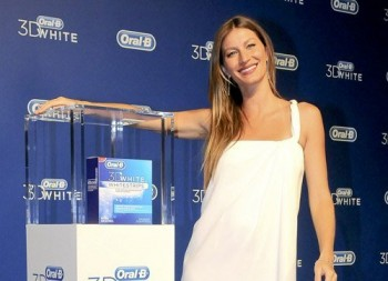 Жизель Бундхен - 'Oral B 3D White' event in Sao Paulo (August 23).