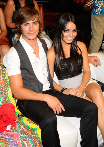 Vanessa Hudgens and Zac Efron Pomolvleni!