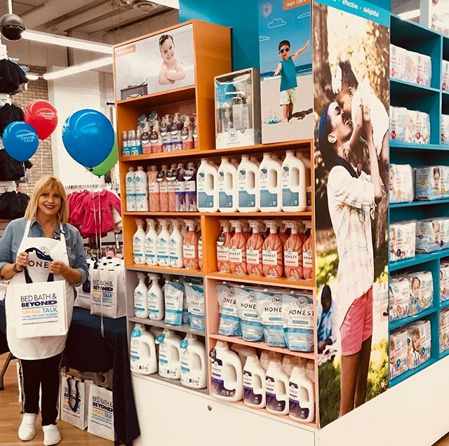 Hey NYC! Head down to @buybuybaby in Chelsea to see my mom @cathyalba & Get FREE samples of @honest  New  cleaning products that have @goodhousekeeping seal of approval! #gentleonskintoughongrime #honest #honestcleaning 7th Ave & 25th St.