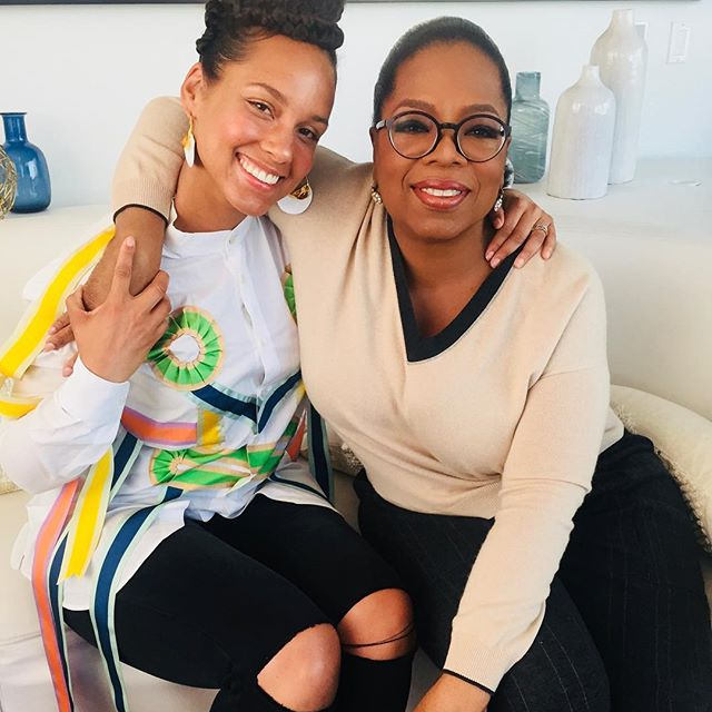 Me and my Aquarian sister Miss @Oprah      laughs, connections and real talk!! She drops those    Love this lady!!