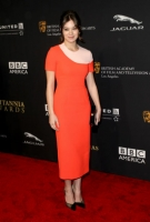 Хейли Стейнфилд на церемонии BAFTA Los Angeles Jaguar Britannia Awards в октябре 2014-го, платье Roksanda
